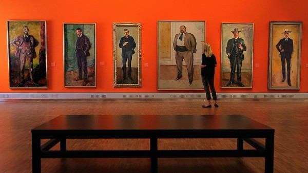 Karine explores the work of Munch, Michelangelo and Gaudí