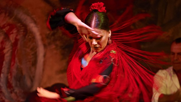 Explore Spanish flamenco with guest lecturer Lucy Hallman Russell