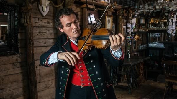 Alastair Miller in conversation with violinist Tor Jaran Apold