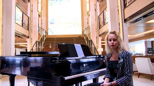 Aleksandra (Pianist)