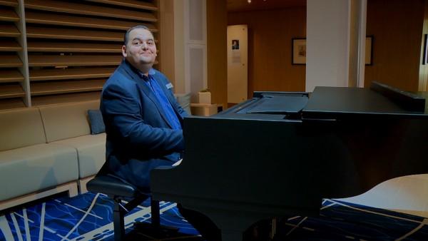 Andras (Pianist)